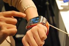 Samsung takes shaky first step into wearable future