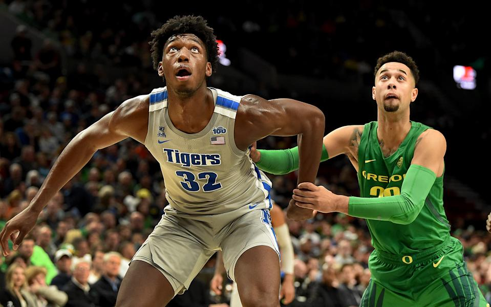 Memphis' James Wiseman and Oregon's Anthony Mathis battle for position on Nov. 12. Oregon won the game 82-74. (Steve Dykes/Getty Images)