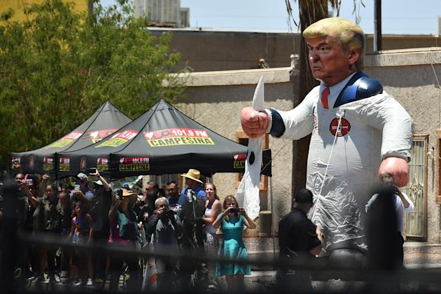A Trump effigy faced the Phoenix migrant detention center that the first lady was touring. (Photo: Mandel Ngan/AFP/Getty Images)
