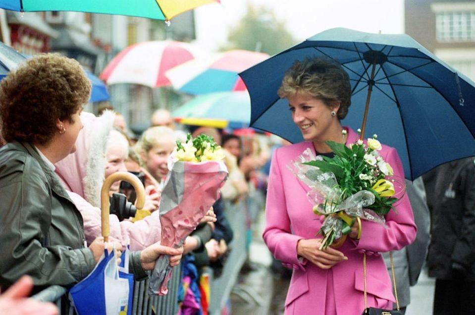<p>Princess Diana fights the rain in style.<br></p>