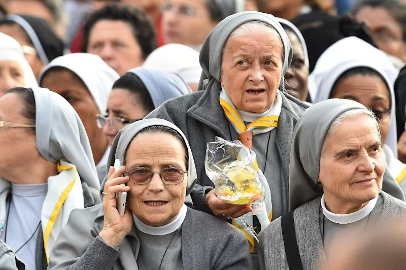 Nuns wait for the arrival of Pope Francis before his weekly general audience at St Peter's square on October 14, 2015 at the Vatican (AFP Photo/Vincenzo Pinto)