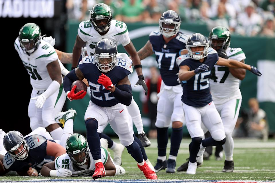 EAST RUTHERFORD, NEW JERSEY - OCTOBER 03: Derrick Henry #22 of the Tennessee Titans runs the ball during the second half against the New York Jets at MetLife Stadium on October 03, 2021 in East Rutherford, New Jersey. (Photo by Al Bello/Getty Images)