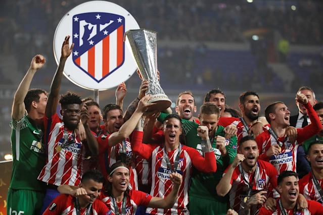 Soccer Football - Europa League Final - Olympique de Marseille vs Atletico Madrid - Groupama Stadium, Lyon, France - May 16, 2018 Atletico Madrid's Fernando Torres and team mates celebrate with the trophy after winning the Europa League REUTERS/Christian Hartmann