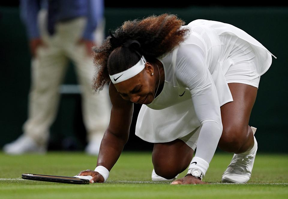Serena Williams reacts as she pulls up injured before withdrawing from her women's singles match in the first round of the 2021 Wimbledon Championships on Tuesday. (Adrian DENNIS / AFP)