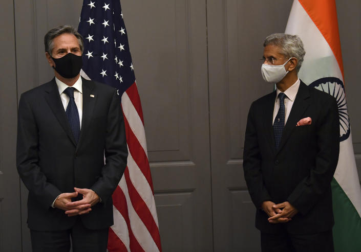 """FILE - In this Monday, May 3, 2021 file photo, US Secretary of State Antony Blinken, left, attends a press conference with India's Foreign Minister Subrahmanyam Jaishankar following a bilateral meeting in London. India's foreign minister has pulled out of in-person meetings at a Group of Seven gathering in London because of possible exposure to the coronavirus. Indian External Affairs Minister Subrahmanyam Jaishankar tweeted that he was """"made aware yesterday evening of exposure to possible Covid positive cases."""" He said that out of """"abundant caution"""" he would attend meetings on Wednesday, May 5 virtually.(Ben Stansall/Pool Photo via AP, file)"""
