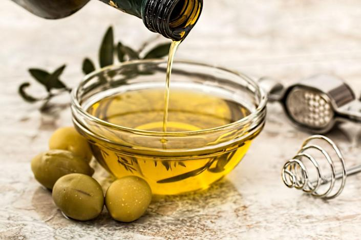 """<p>""""It may seem like a contradiction, but the more good fats—like olive oil and avocadoes—that you eat, the more weight you will lose,"""" says <a href=""""https://drgundry.com/"""" rel=""""nofollow noopener"""" target=""""_blank"""" data-ylk=""""slk:Steven Gundry"""" class=""""link rapid-noclick-resp"""">Steven Gundry</a>, M.D., medical director at <a href=""""https://www.ifm.org/about/profile/steven-gundry-md/"""" rel=""""nofollow noopener"""" target=""""_blank"""" data-ylk=""""slk:The International Heart and Lung Institute Center for Restorative Medicine"""" class=""""link rapid-noclick-resp"""">The International Heart and Lung Institute Center for Restorative Medicine</a> and author of several books including <em><a href=""""https://www.amazon.com/Plant-Paradox-Dangers-Healthy-Disease/dp/006242713X/?tag=syn-yahoo-20&ascsubtag=%5Bartid%7C10050.g.35715141%5Bsrc%7Cyahoo-us"""" rel=""""nofollow noopener"""" target=""""_blank"""" data-ylk=""""slk:The Plant Paradox"""" class=""""link rapid-noclick-resp"""">The Plant Paradox</a></em>. """"These fats promote the production of appetite-suppressing hormones that tell your brain that you are full.""""</p>"""