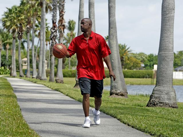 Anderson walks in his neighborhood in Pembroke Pines, Fla., in 2010. (Getty)