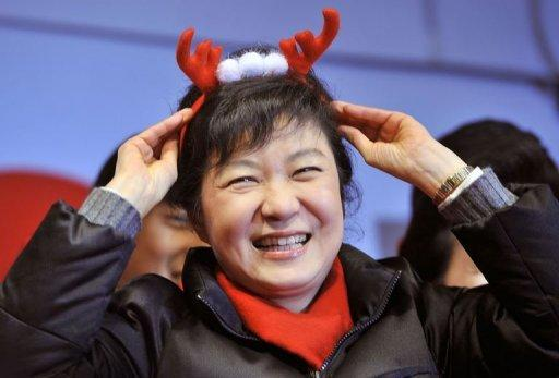 Park Geun-Hye of the ruling New Frontier Party greets supporters during an election rally in Seoul on December 18, 2012