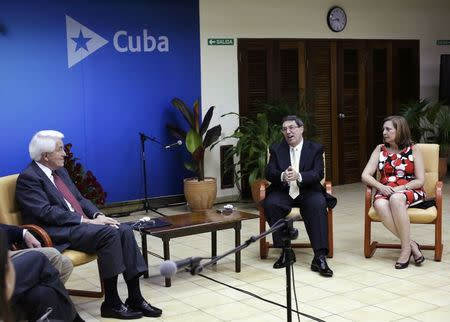 U.S. Chamber of Commerce President and Chief Executive Officer Thomas Donohue (L), Cuba's Foreign Minister Bruno Rodriguez (C) and Cuba's Director of U.S. Affairs at the Ministry of Foreign Affairs Josefina Vidal attend a meeting in Havana May 27, 2014. REUTERS/Enrique De La Osa