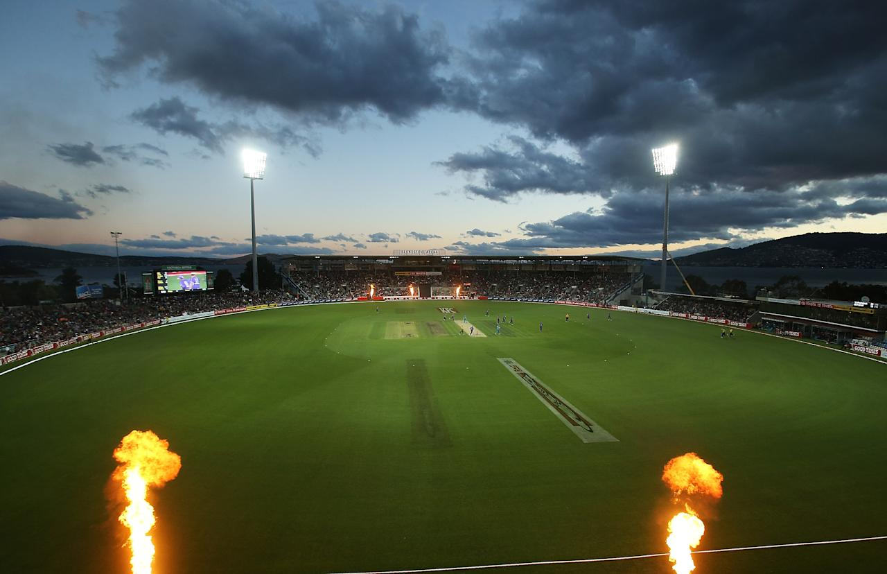 HOBART, AUSTRALIA - JANUARY 12:  A general view of play during the Big Bash League match between the Hobart Hurricanes and the Brisbane Heat at Blundstone Arena on January 12, 2013 in Hobart, Australia.  (Photo by Mark Metcalfe/Getty Images)
