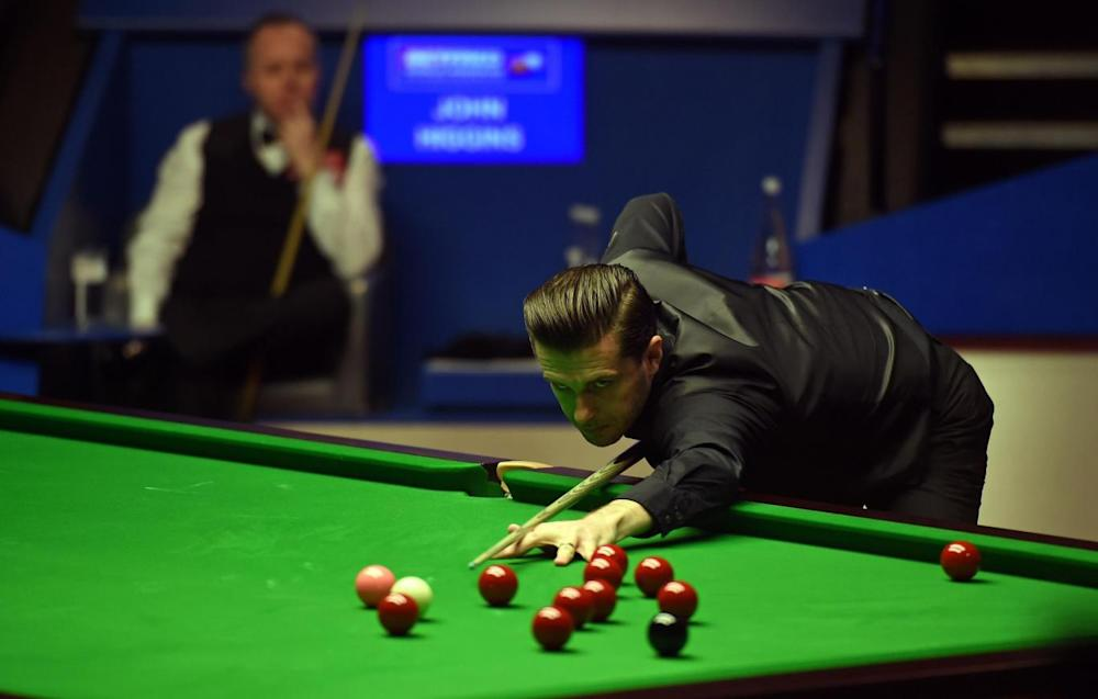Selby readies to take a shot in the final session (Getty)