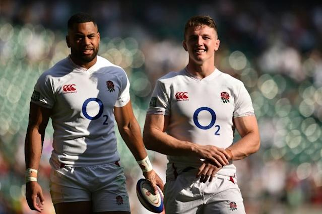 England flanker Tom Curry (R) is a big fan of Australian back-row forwards David Pocock and Michael Hooper (AFP Photo/Glyn KIRK )
