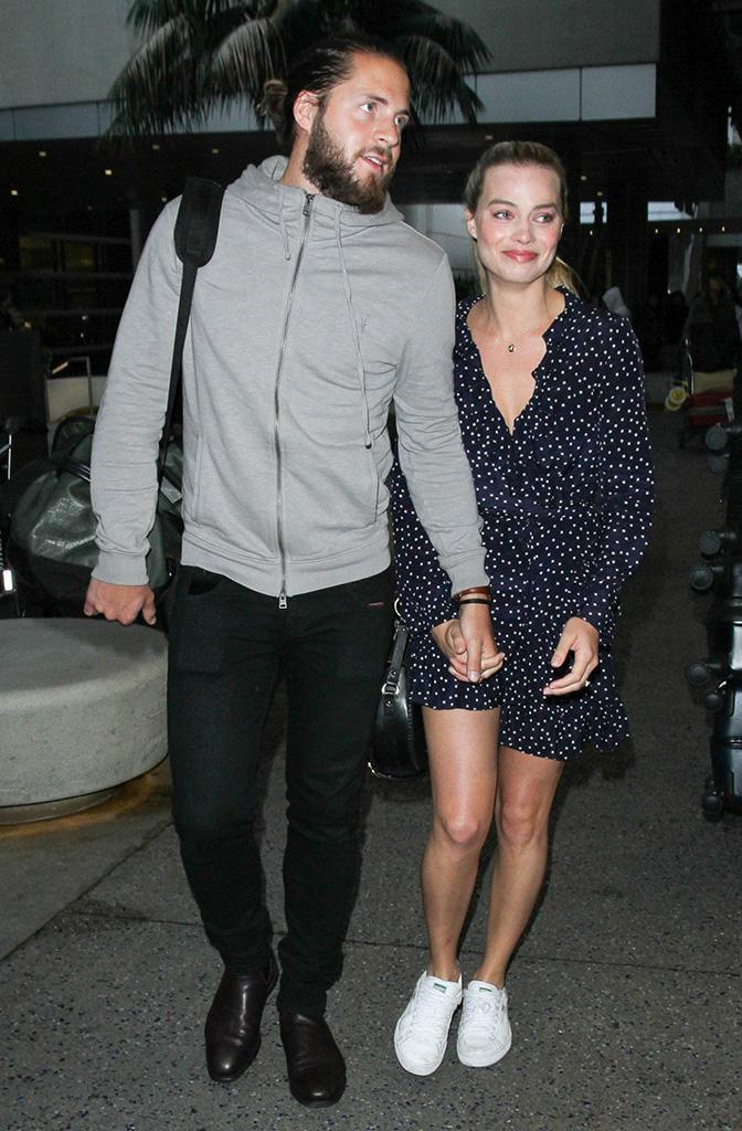 Robbie and her hubby, Tom Ackerley, at LAX on Jan. 2. (Photo: starzfly/Bauer-Griffin/GC Images)