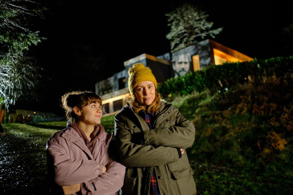 KEELEY HAWES as Alice and ISABELLA PAPPAS as Charlotte in Finding Alice (ITV)