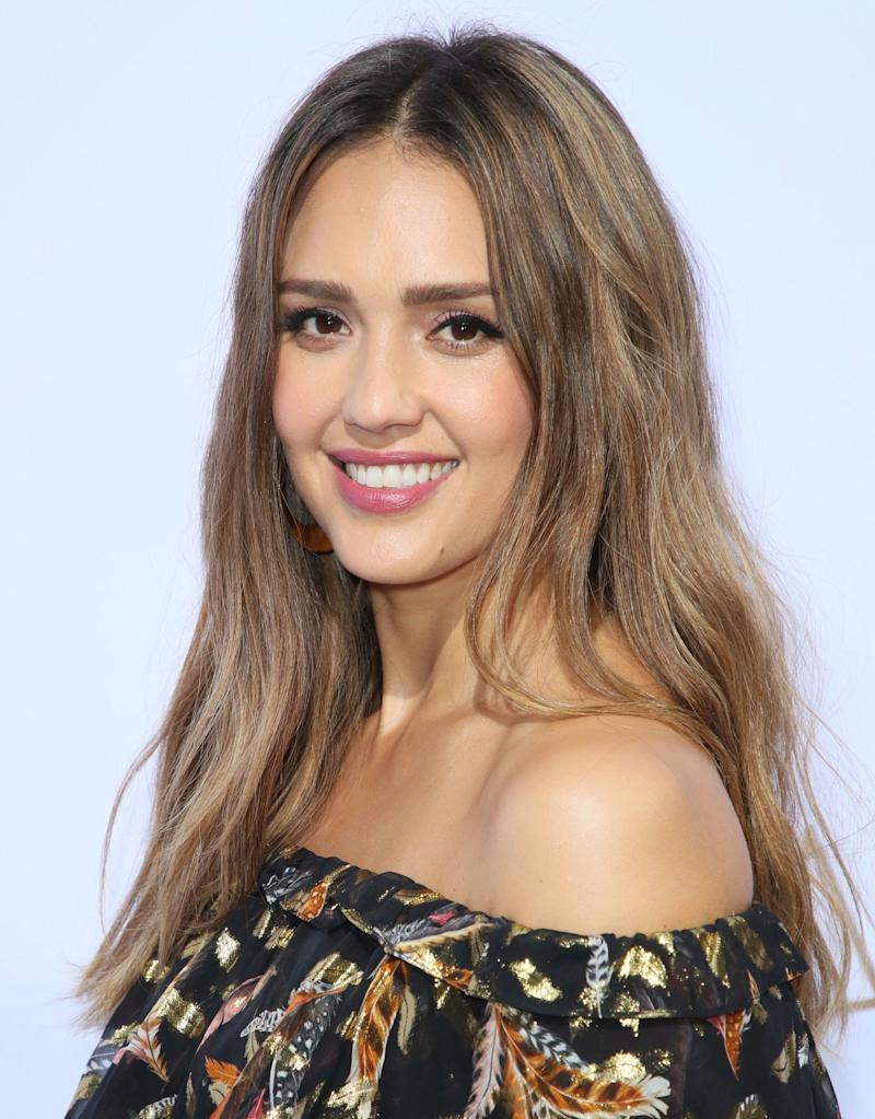Jessica Albas Gold Hoops May Look Super Expensive But Theyre