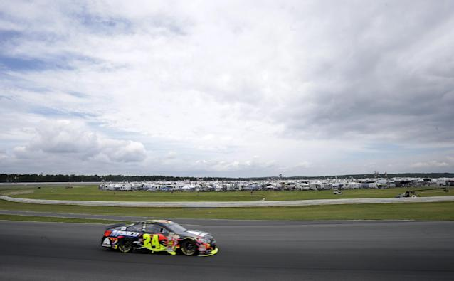 Jeff Gordon (24) drives out of Turn 3 during the NASCAR Sprint Cup Series auto race at Pocono Raceway, Sunday, Aug. 3, 2014, Long Pond, Pa. (AP Photo/Mel Evans)