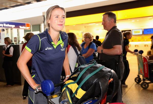 MELBOURNE, AUSTRALIA - OCTOBER 09:  Ellyse Perry of the Southern Stars arrives back home to Australia after winning the 2012 ICC Women's T20 World Cup, at Melbourne International Airport on October 9, 2012 in Melbourne, Australia.  (Photo by Quinn Rooney/Getty Images)