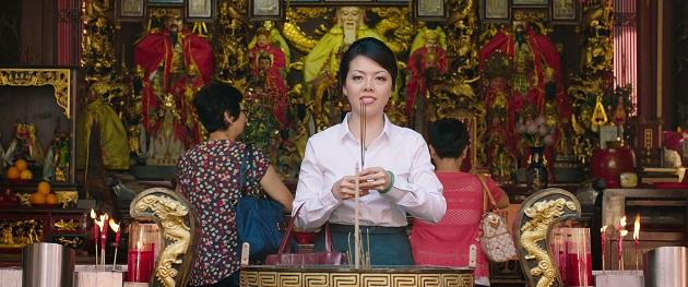 Mrs Wong (Audrey Luo) offers prayers. (Cathay-Keris Films)