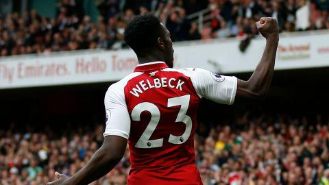 Arsenal's Danny Welbeck out for at least four weeks with groin injury