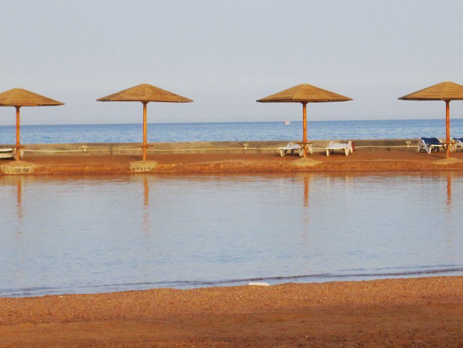 """A view of the shimmering Red Sea from the beach at Hurghada<br><br><a target=""""_blank"""" href=""""https://in.lifestyle.yahoo.com/blogs/traveler/egypt-where-time-tide-wait-101213921.html"""">Read the related blog post on travels in Egypt</a>"""