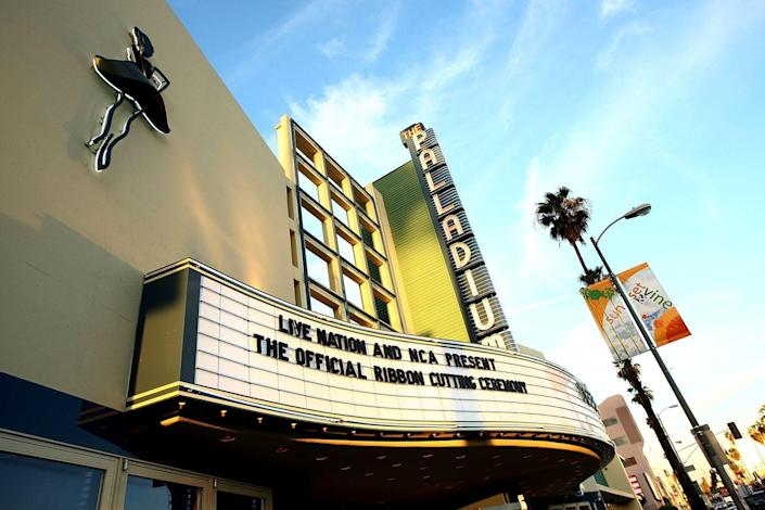 """<p>This photo was taken just before the Hollywood Palladium celebrated its 60th year. Today, it's recognized as a <a href=""""https://www.nbclosangeles.com/news/local/Hollywood-Palladium-Landmark-Status-Granted-395657081.html"""" rel=""""nofollow noopener"""" target=""""_blank"""" data-ylk=""""slk:city landmark"""" class=""""link rapid-noclick-resp"""">city landmark</a>. But back when it opened in 1940, people flocked to the performance venues for the best shows in town. </p>"""