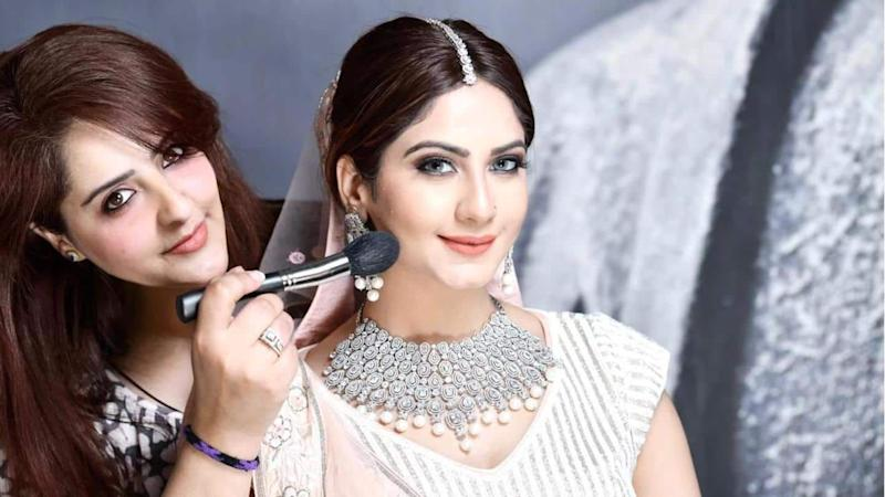 Meet makeup artist Zoha Wani whose speciality is monochromatic makeup