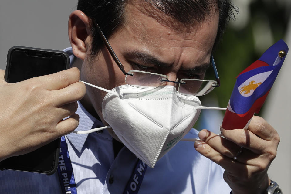 "Manila City Mayor Francisco ""Isko Moreno"" Domagoso places his face mask as he joins ceremonies in observance of National Flag Day outside Manila's city hall, Philippines, Thursday, May 28, 2020 as the capital observes community quarantine to avoid the spread of the new coronavirus. (AP Photo/Aaron Favila)"