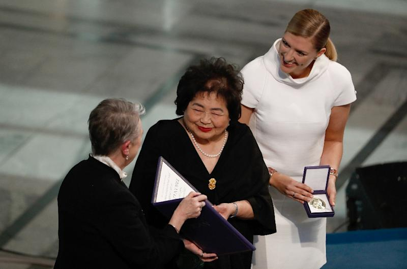 Hiroshima survivor Setsuko Thurlow (C) and Beatrice Fihn (R), leader of the International Campaign to Abolish Nuclear Weapons, received the Nobel Peace Prize, warning of the threat of nuclear conflict with North Korea (AFP Photo/Odd ANDERSEN)
