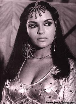 Remember Zeenat Aman's super glam look in the song 'Chura liya' from 'Yaadon Ki Barat'? It was a look that she immortalized. So much so that it's being relived now... and by none other than Zeenie herself! (Text Courtesy- Glamsham.com)