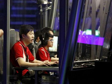 Members of CDEC Gaming compete during the Grand Finals of The International Dota 2 Championships at Key Arena in Seattle, Washington August 8, 2015. REUTERS/Jason Redmond