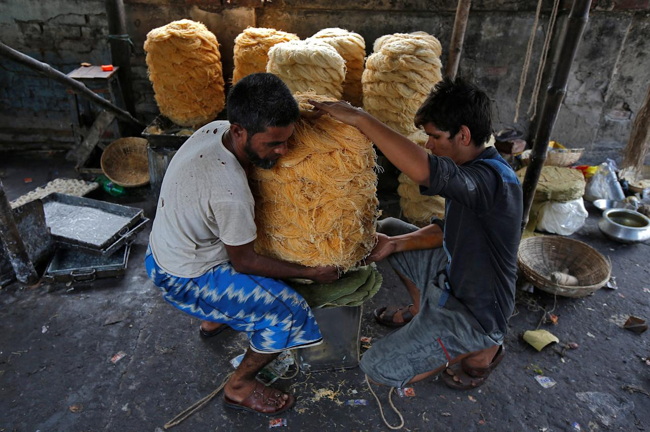 Workers pack vermicelli, a specialty eaten during the holy month of Ramadan, at a factory in Kolkata, India, May 21, 2018. REUTERS/Rupak De Chowdhuri