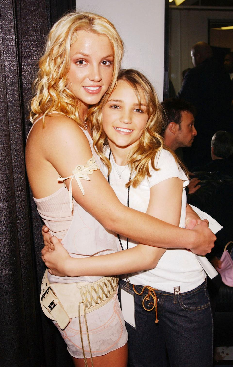 SANTA MONICA, CA - APRIL 12:  Britney and Jamie Lynn Spears during Nickelodeon's 16th Annual Kids' Choice Awards at the Barker Hangar April 12, 2003 in Santa Monica, California.  (Photo by Frank Micelotta/Getty Images)