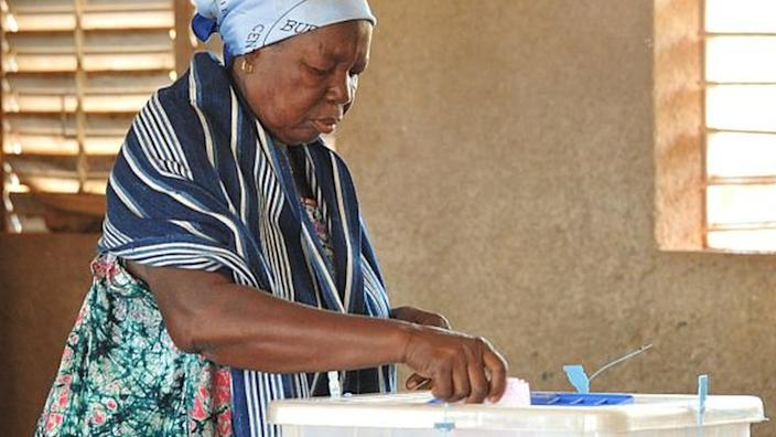 A woman casts her ballot for municipal elections at a polling station in Ouagadougou in 2016.