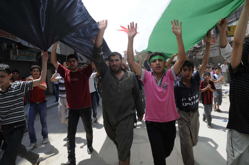 Syrians hold anti-government protest in Aleppo, Syria, Friday, July 27, 2012. (AP Photo/Alberto Prieto)