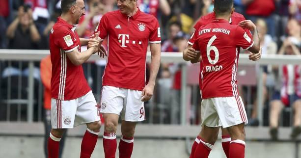 Foot - ALL - 26e j. - Porté par un grand Lewandowski, le Bayern Munich étrille Augsbourg (6-0)