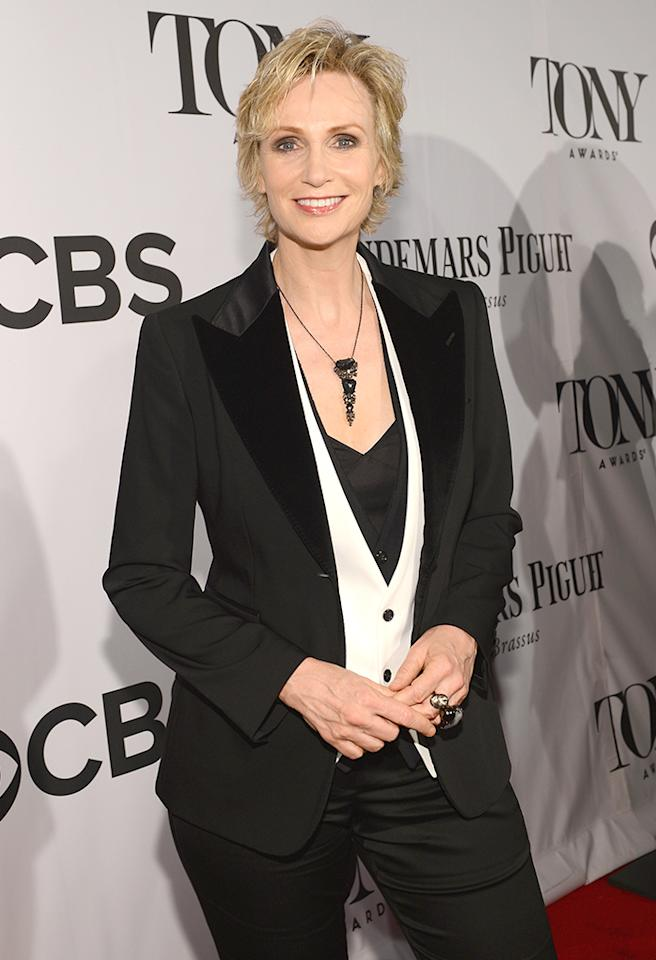 NEW YORK, NY - JUNE 09:  Actress Jane Lynch attends The 67th Annual Tony Awards at Radio City Music Hall on June 9, 2013 in New York City.  (Photo by Larry Busacca/Getty Images for Tony Awards Productions)