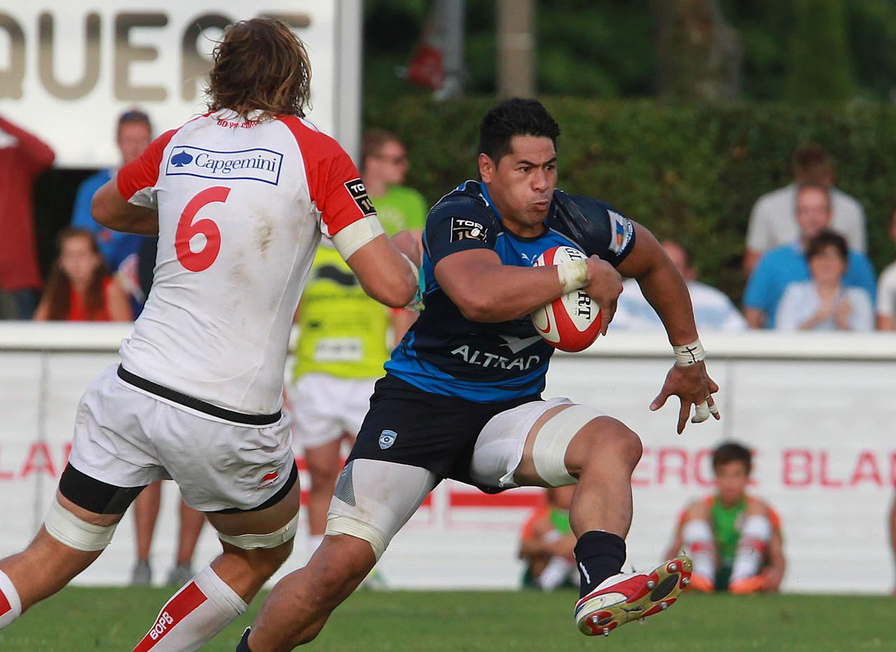 Montpellier's Alex Tulu, right, evades Biarritz's Joshua Furno during their French Top 14 rugby union match at the Stade Aguilera, in Biarritz, southwestern France, Saturday Aug. 24, 2013. (AP Photo/Bob Edme)