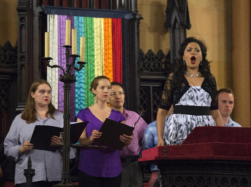 Russian-American soprano Zhanna Alkhazova sings with the Refugee Orchestra Project on World Refugee Day, at the First Unitarian Congregational Society in Brooklyn, New York, on June 20, 2016 (AFP Photo/Don Emmert)