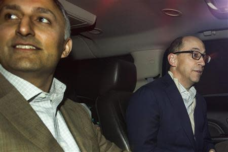 Dick Costolo (R), chief executive of Twitter, and Mike Gupta, Twitter's chief financial officer, sit in a car as they depart Morgan Stanley in advance of the firm's IPO in New York, October 25, 2013. REUTERS/Carlo Allegri