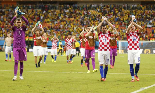 Croatia's national soccer players acknowledge fans after defeating Cameroon in their 2014 World Cup Group A soccer match at the Amazonia arena in Manaus June 18, 2014. REUTERS/Siphiwe Sibeko (BRAZIL - Tags: SOCCER SPORT WORLD CUP)