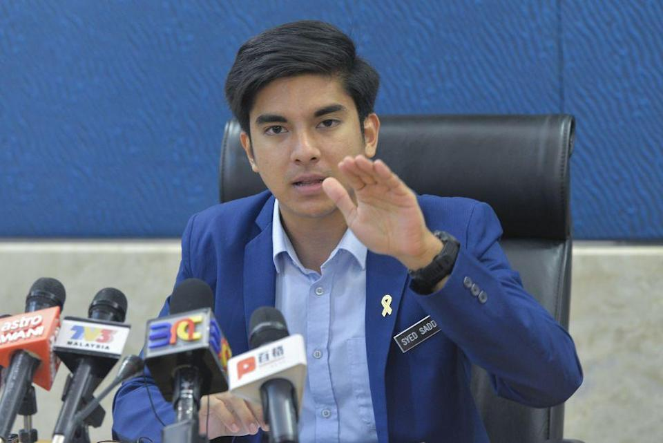 Youth and Sports Minister Syed Saddiq Abdul Rahman today rejected the suggestion by MTUC to raise the mandatory retirement age from 60 to 65, saying the priority should be to give young people jobs and for promotion based on merit, not age. — Picture by Mukhriz Hazim