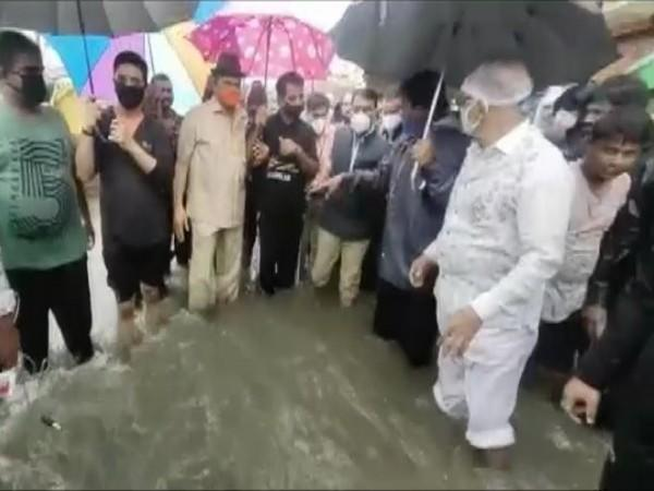 State Water Resource Minister Tulsi Silawat and BJP MP Shankar Lalwani visit parts of Indore on Saturday. (Photo/ANI)