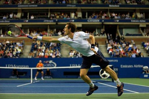 Olympic champion Andy Murray has advanced to the last eight at the US Open