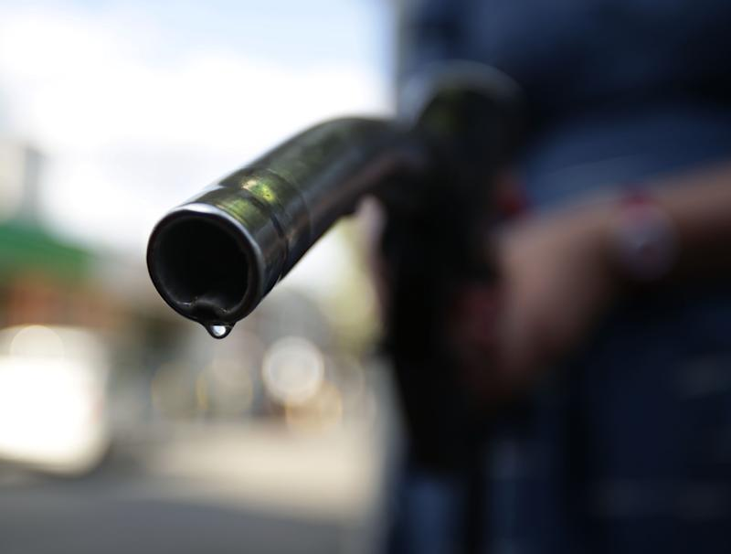 Four supermarkets cut the price of petrol