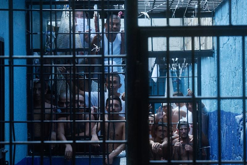 Former 18th Street gang members stand behind bars at the San Francisco Gotera prison in El Salvador (AFP Photo/Marvin RECINOS)