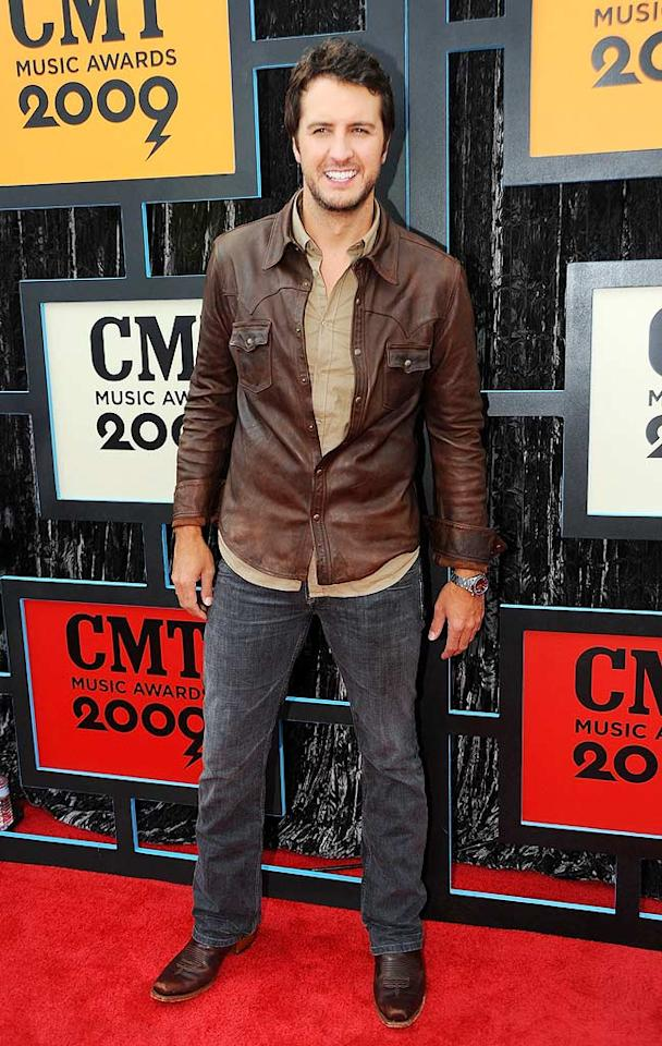 """Luke Bryan went casual in jeans and a distressed leather button down. Jeff Kravitz/<a href=""""http://filmmagic.com/"""" target=""""new"""">FilmMagic.com</a> - January 11, 2009"""