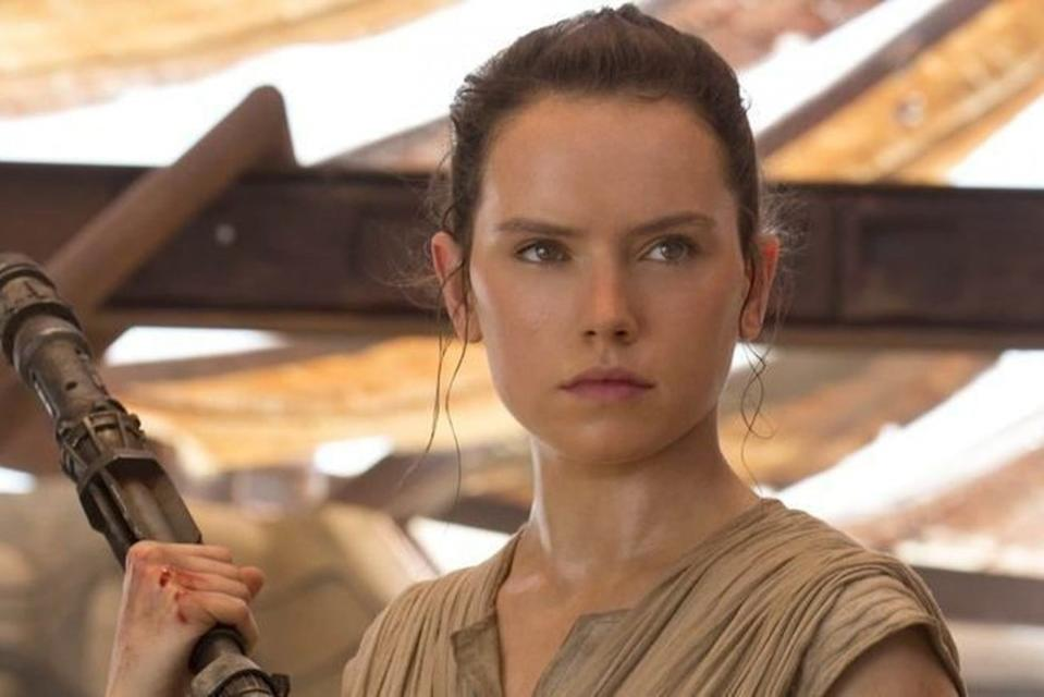 Daisy Ridley recalls her tumultuous first few days on The Force Awakens.