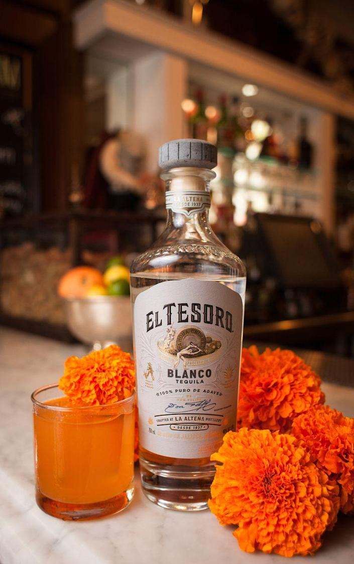 <p><strong>Ingredients</strong></p><p>1.5 oz El Tesoro Blanco<br>.5 oz Aperol<br>.5 oz orange juice<br>.5 oz lemon juice<br>Honey to taste<br>Mango syrup to taste</p><p><strong>Instructions</strong></p><p>Combine ingredients in a cocktail shaker with ice and shake to chill ingredients. Fine strain over fresh ice in a rocks glass. Garnish with orange marigold flowers.</p><p><em>By Marlene Olarra</em></p>