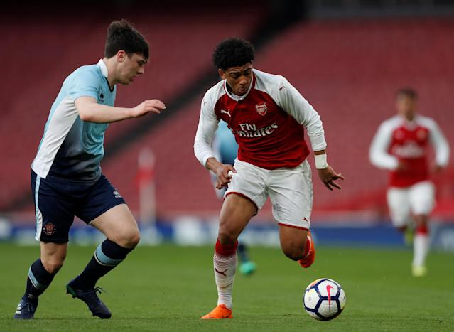 Soccer Football - FA Youth Cup Semi Final Second Leg - Arsenal vs Blackpool - Emirates Stadium, London, Britain - April 16, 2018 Arsenal's Xavier Amaechi in action with Blackpool's Tom Williams Action Images/Matthew Childs