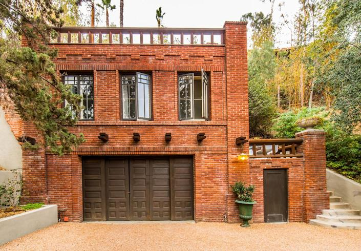 <p>The estate also includes a sizable guest house with a rooftop deck above the garage.</p>